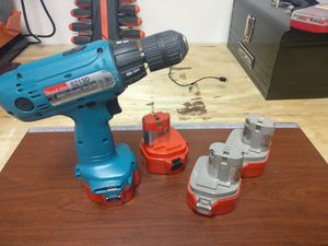 Makita 6213D with Batteries & Charger for Sale in Laredo, TX