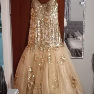 Wedding Dress/Evening Gown for Sale in Detroit, MI