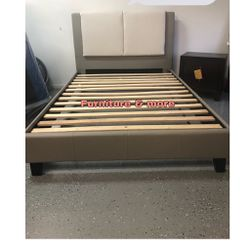 Queen Size Bed Frame $290 🙌🏻 Price With Mattress Is Different 📦 for Sale in Lakewood,  CA