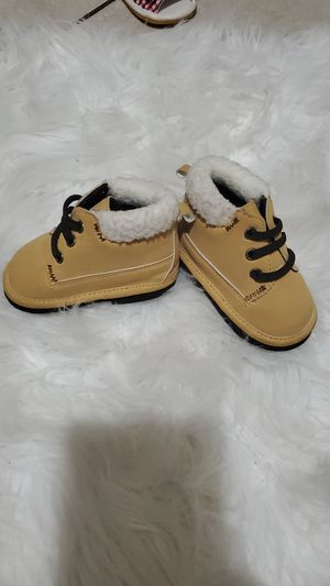 Boy/girl winter boots size 9-12 months. for Sale in Las Vegas, NV