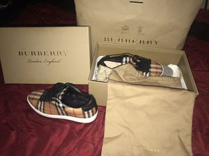 Burberry woman shoes size 7.5 for Sale in Columbus, OH