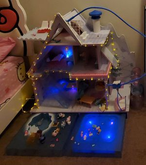 Lol winter doll house for Sale in Tigard, OR