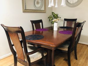 Dining table for Sale in South Miami, FL