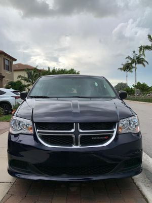 Dodge Grand Caravan Familiar ! for Sale in Miami, FL