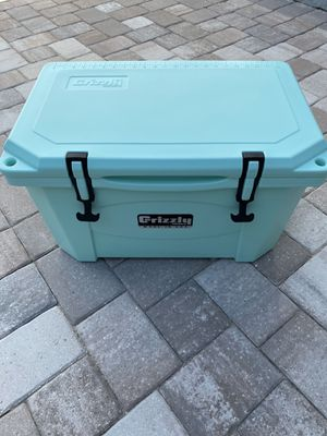 Seafoam Grizzly Cooler 40 Qt. for Sale in Winter Garden, FL