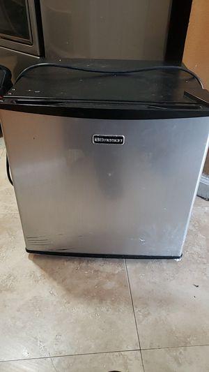 Mini refrigerator for Sale in Fontana, CA
