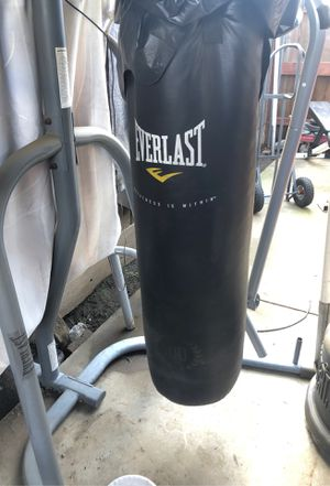 Punching bag (Everlast) for Sale in Exeter, CA