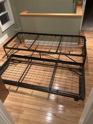 Metal Pop up trundle bed with both mattress for Sale in Lancaster, NY