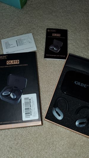 New wireless earbuds with hooks & wireless charger for Sale in Cypress, TX