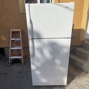 Refrigerator / Whirlpool / Good Condition / Delivery Available ! for Sale in Lakewood, CA