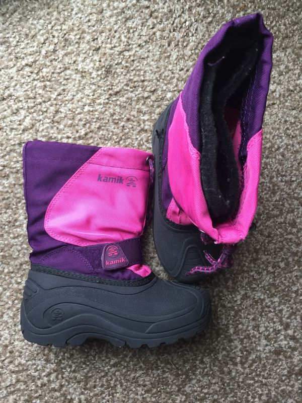 Toddler boots size 12. Perfect condition. Please only serious buyers