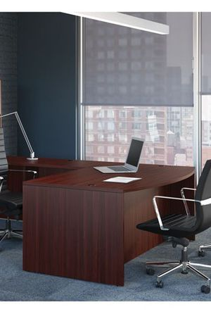 Office Desk perfect condition price to sell fast! for Sale in Miami, FL