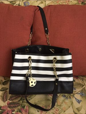 Bueno purse. Lots of inside pockets. for Sale in Greenwood, DE