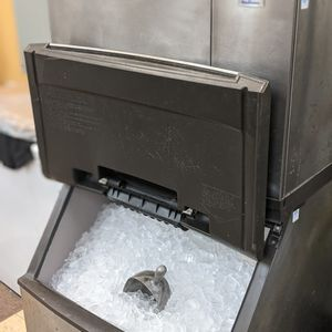 Giant Manitowoc Ice Machine 🥶 for Sale in Portland, OR