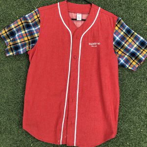 SUPREME RED BASEBALL TEE SIZE M for Sale in Bakersfield, CA