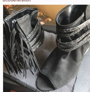 BCBG booties leather pep toe fringe 7,5 for Sale in San Jose, CA