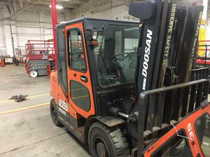 2011 Doosan D32S warehouse forklift 8k capacity for Sale in Chicago, IL