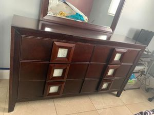 Dresser for Sale in Miami, FL