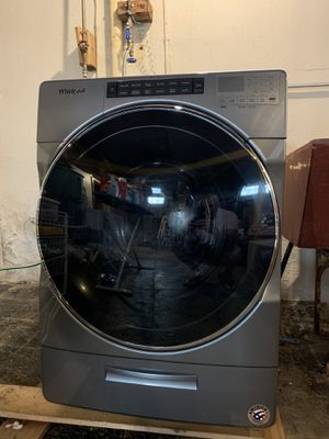 Whirlpool washer and electric dryer. for Sale in Parma, OH