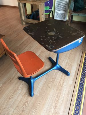 School desk kids desk Mesa de ninos for Sale in Signal Hill, CA
