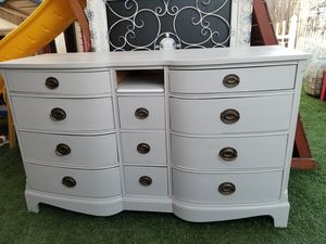 Dresser with 11 drawers for Sale in Moreno Valley, CA