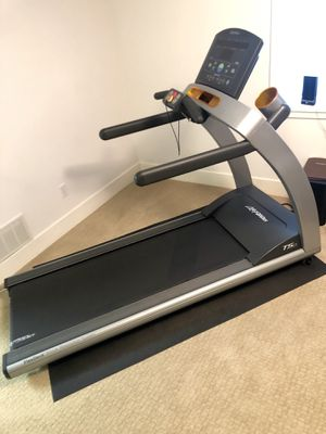 Life fitness T50 treadmill for Sale in Saint Charles, MO