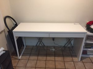 White desk for Sale in Lakewood, CA