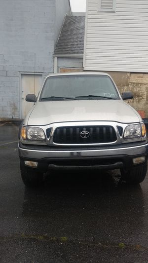 2001 Toyota Tacoma xcab 4cyl,4WD,5 speed for Sale in NO BRENTWOOD, MD