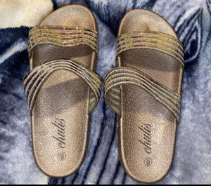 New girls sandals size 6 for Sale in Fresno, CA