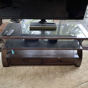Tv Stand W Tv for Sale in Elma, WA