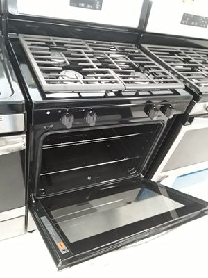 Whirlpool gas stove new s and dents good conditions 6 months warranty for Sale in Mount Rainier, MD