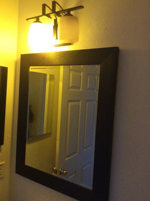 Large mirror & light fixture from Home Depot only used for a couple weeks for Sale in Kissimmee, FL