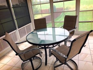 Patio furniture (table and chairs) for Sale in Davenport, IA