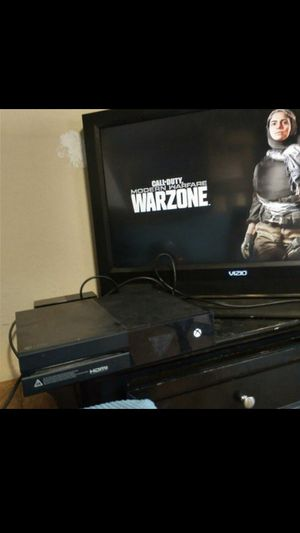 Xbox One (1540) 365GB with Two Controllers and all Power Cords for Sale in Fresno, CA
