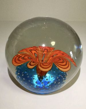 VINTAGE VERY LARGE RARE GORGEOUS GLASS PAPERWEIGHT for Sale in Brooklyn, NY