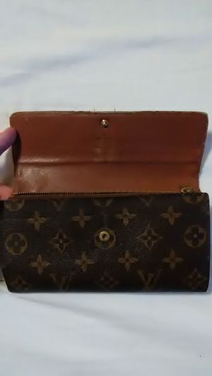 Real Louis Vuitton wallet for Sale in Colonial Heights, VA