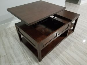 Raising Top Coffe table for Sale in Tamarac, FL