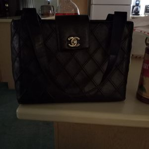 Chanel Lambskin Tote Quilted Black With Silver Hardware for Sale in Palm Springs, CA