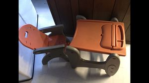 Kids desk with chair for Sale in Glen Burnie, MD