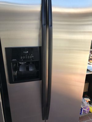 Whirlpool gold currently connected for showing works perfect extremely clean for Sale in Bell Gardens, CA