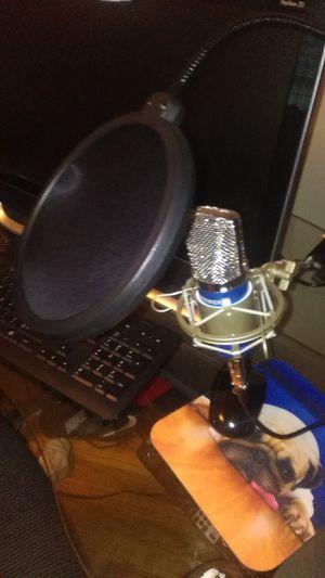 Neweer microphone set for Sale in Hastings, NE