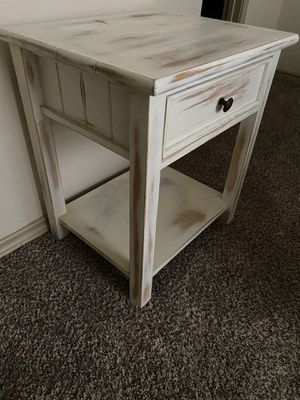 Beautiful end table/ nightstand for Sale in San Antonio, TX