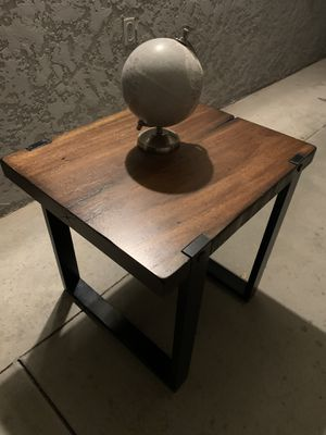 Wood end table for Sale in Chino Hills, CA