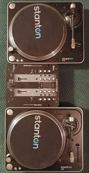 2 Stanton t62 turntables/complete DJ setup for Sale in Carrollton, VA