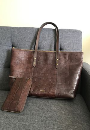 Fossil large tote with zip wallet /wristlet NWT for Sale in GRANDVIEW, OH
