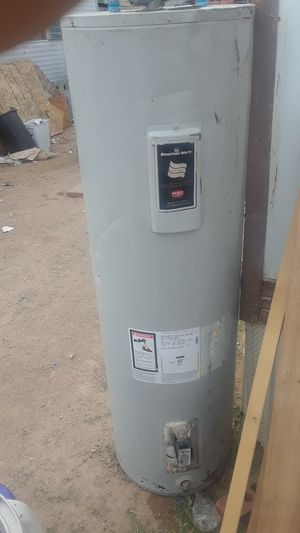Electric water heater 40 gallons for Sale in Tucson, AZ