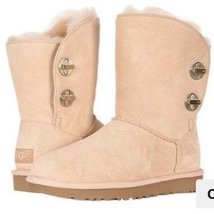UGG Original Short Pink Turnlock Boots for Sale in Redwood City, CA