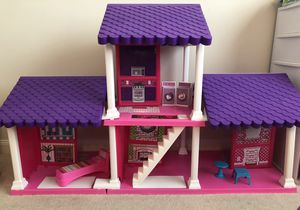 Doll House 3 Ft Tall for Sale in Sarasota, FL