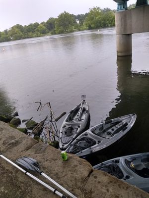 Three kayaks they are in good shape with three double sideed paddles trailer included for Sale in Columbus, OH