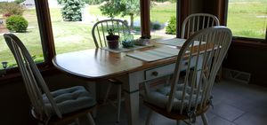 Dining room table for Sale in Green Bay, WI